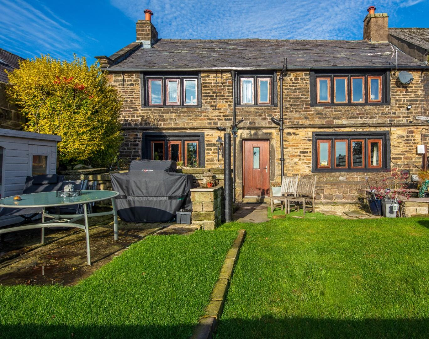 Whitewall Cottage Sunny-04a.jpg
